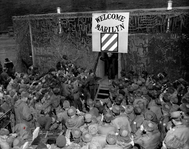 تصاویر/ کنسرت مرلین مونرو در پایگاه نظامی امریکا