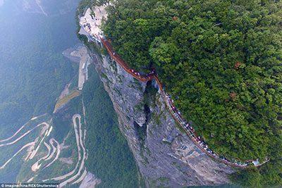 جاذبه های دیدنی چین,عجایب گردشگری در چین,پیاده روی روی شیشه