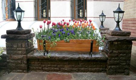 کاربردهای انواع فلاور باکس, تزیین حیاط های بدون باغچه