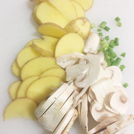 طرز پخت قارچ و سیب زمینی با فویل, نحوه درست کردن قارچ و سیب زمینی با فویل