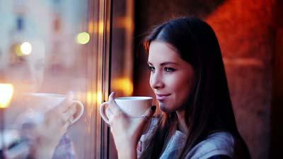 خانم هایی که به خوردن قهوه عادت دارند، بخوانند!