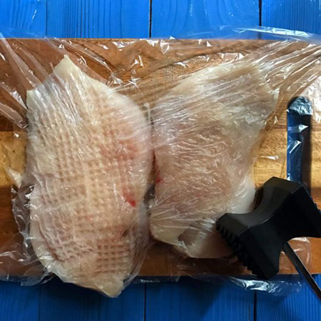 مراحل تهیه مرغ طعم دار مخصوص انواع سالاد