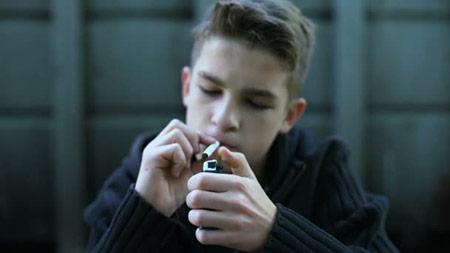 نحوه برخورد با نوجوان سیگاری