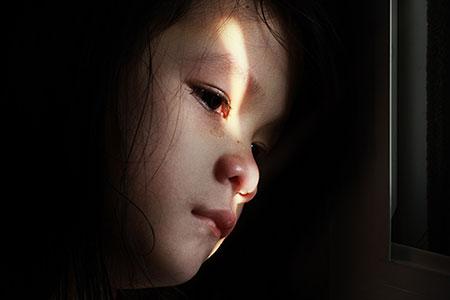 کودک آزاری,تأثیر عوامل روانی بر کودک آزاری,عکس کودک آزاری چیست