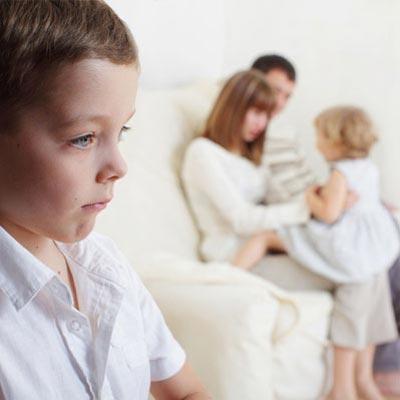 روش های تشویق کردن یکی از فرزندان برای جلوگیری از حسادت فرزند دیگر
