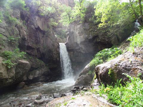 سفر به طارم,جاذبه های گردشگری طارم,آبشار هشترخان