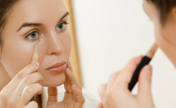 استفاده از کانسیلر قبل از آرایش چشم مخصوص شب